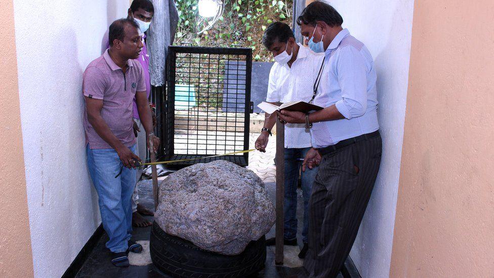 इनार खन्दा श्रीलंकामा झन्डै १२ अर्बको नीलमणि भेटियाे