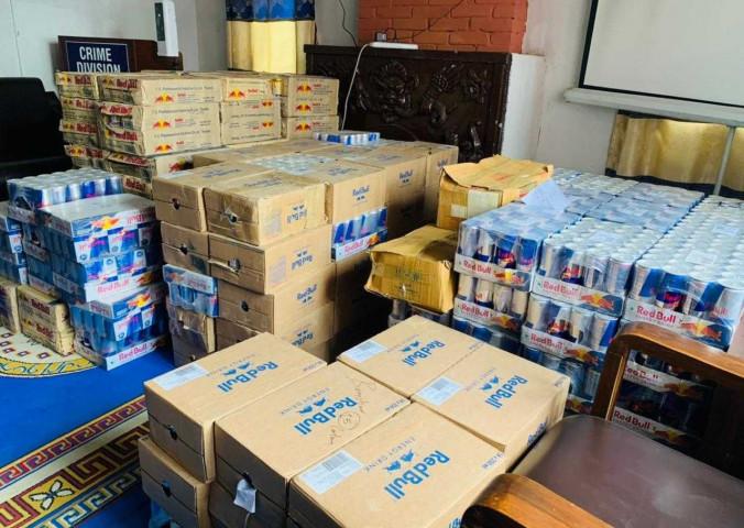 नेपालमा प्रतिबन्धित रेड बुल ब्रिक्री गर्ने ४ जना पक्राउ