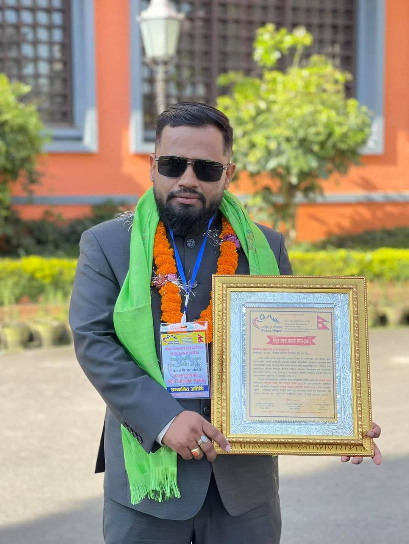 युवा उद्यमी शर्मा `राष्ट्रिय उत्कृष्ट व्यवसायी सम्मान २०७८´ बाट सम्मानित